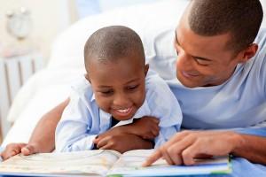 Como ajudar o seu filho ler com discernimento